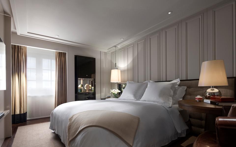 ローズウッド・ロンドンのガーデンハウス・スイートの寝室