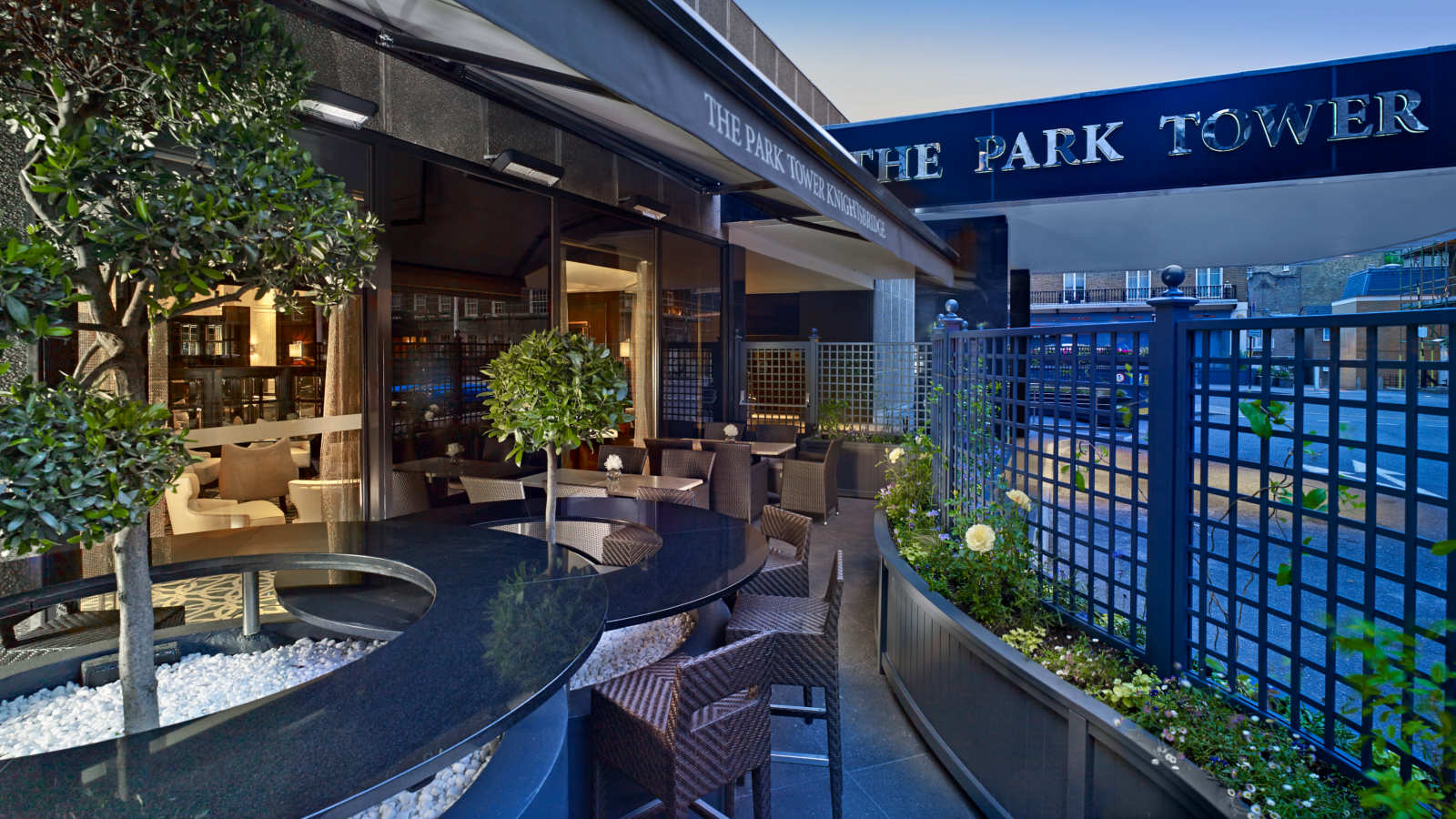ザ・パークタワー・ナイツブリッジ・ラグジュアリー・コレクション・ホテルの屋外テラス