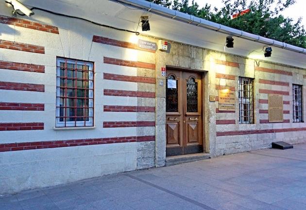 ダン・ブラウンの小説「インフェルノ」にも登場するイスタンブールの地下に眠る幻想的な「イスタンブル地下宮殿」