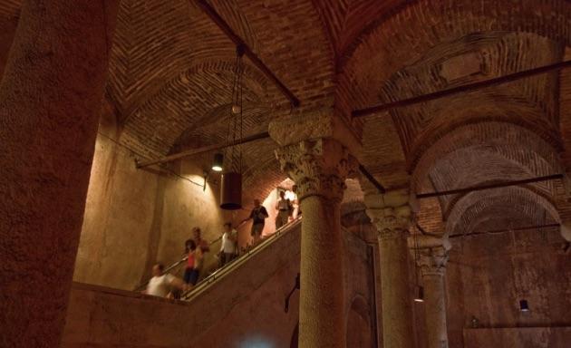 地下宮殿の階段