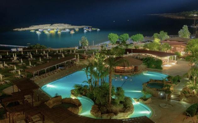 カポ・ベイ・ホテルの夜景