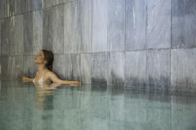 カポ・ベイ・ホテルの室内プール