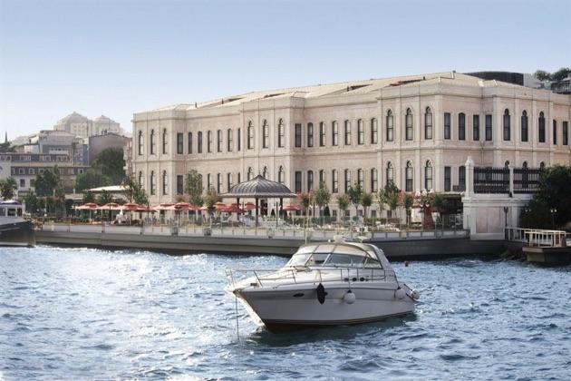フォーシーズンズ・ホテル・イスタンブール・アット・ザ・ボスポラス全景