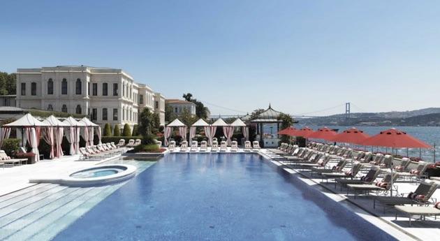 フォーシーズンズ・ホテル・イスタンブール・アット・ザ・ボスポラスのプール