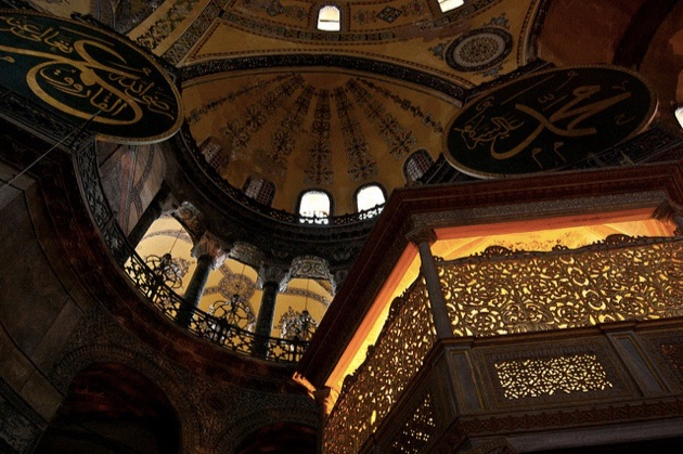 1500年に渡る激動の歴史を刻むイスタンブールの「アヤ・ソフィア博物館」