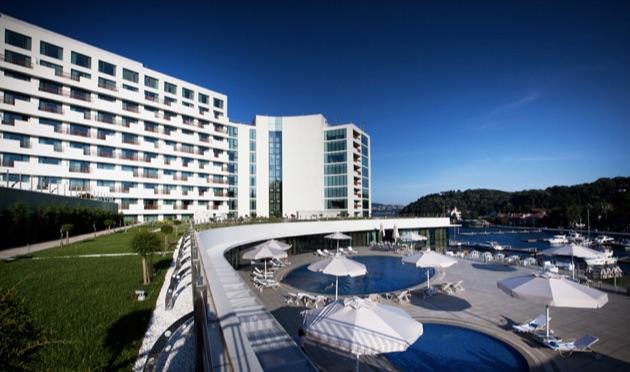 ザ・グランド・タラビヤ・ホテルの全景