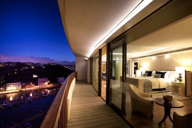 ザ・グランド・タラビヤ・ホテルの夜景