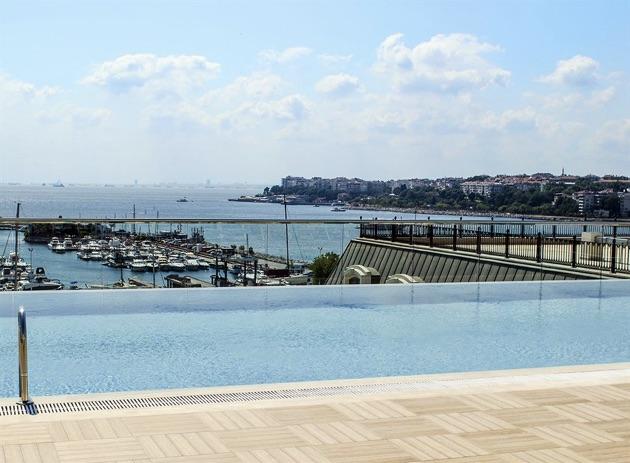 ウィンダム・グランド・イスタンブール・カラムシュ・マリーナ・ホテルのプール