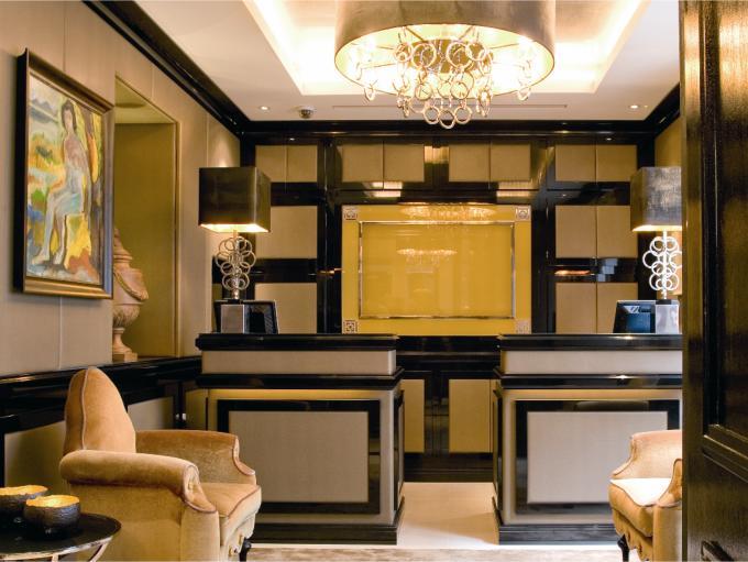 セント・ジェームズ・ホテル&クラブのフロント