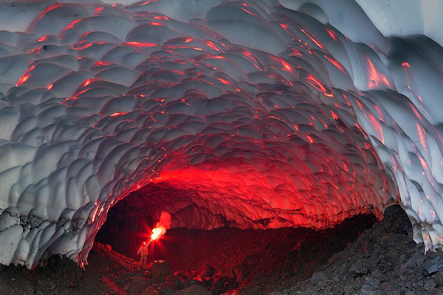 ロシア:ムトノフスキー火山の洞窟