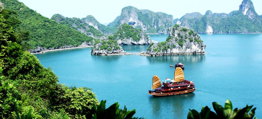 絶景の中をクルーズ!ベトナム「ハロン湾」の魅力とは