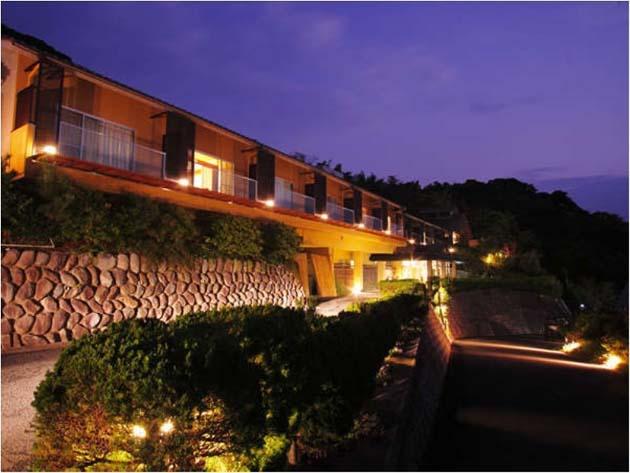 全室オーシャンビュー、日本海に沈む美しい夕陽。海の京都の老舗旅館「間人温泉 炭平」