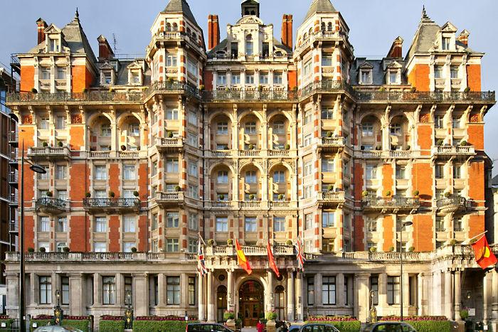 英国の趣のある重厚な外観と上品なヨーロッパ調の内装を兼ね揃えている「マンダリン・オリエンタル・ハイドパーク」