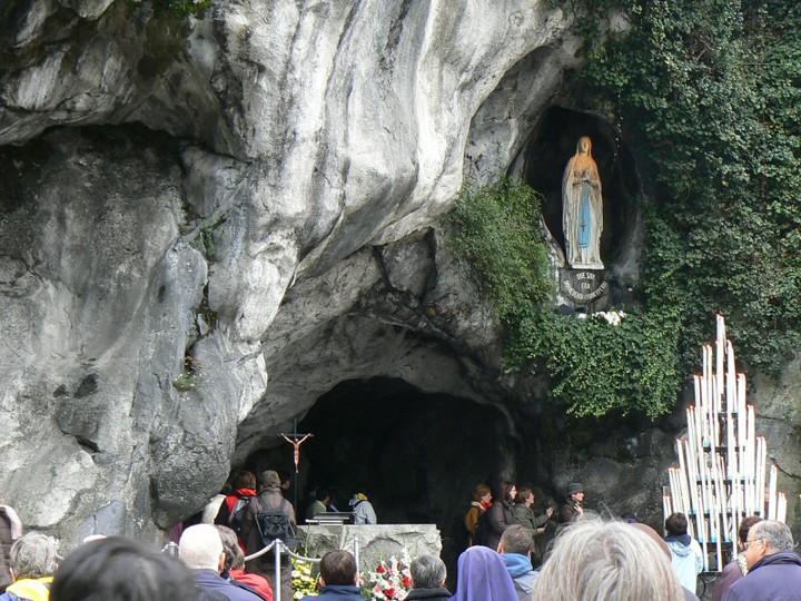 聖母マリア様の泉「命溢れる泉ルルド」