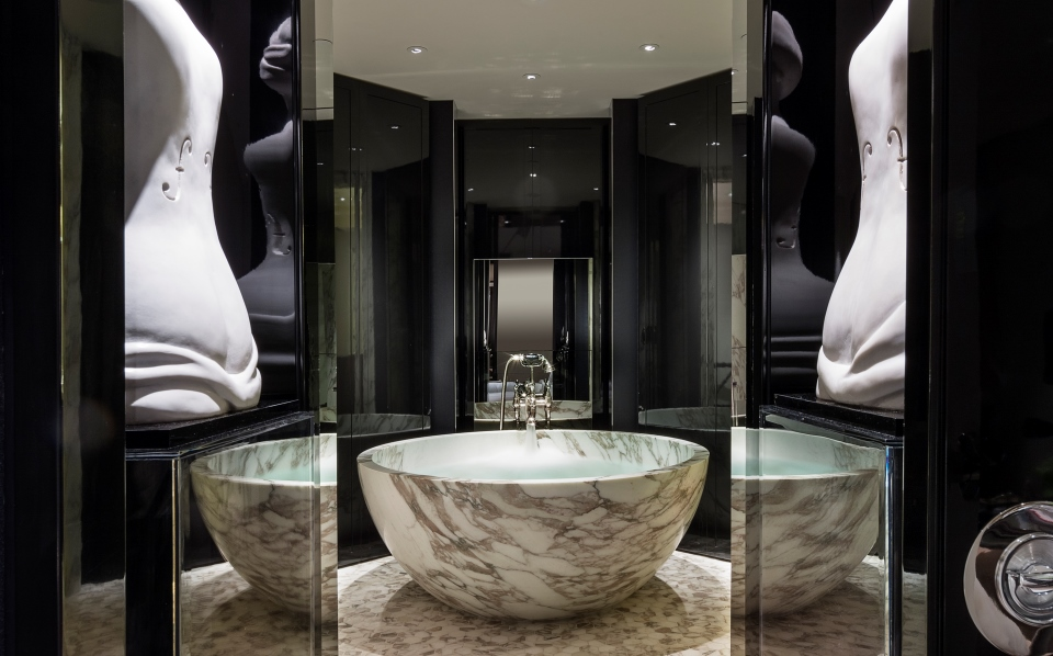 ローズウッド・ロンドンのマナーハウス・スイートのバスルーム