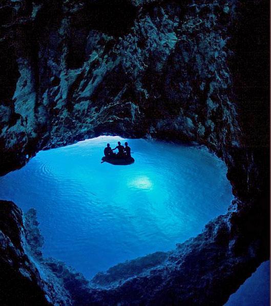 クロアチアの青の洞窟の景気