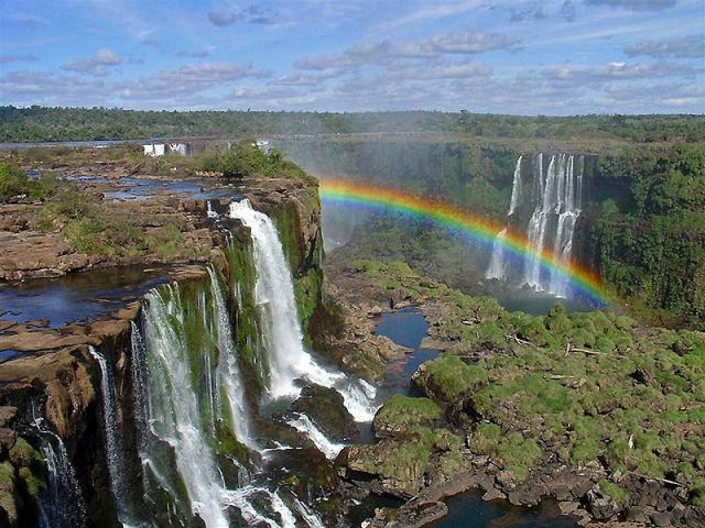 イグアズの滝に架かる虹