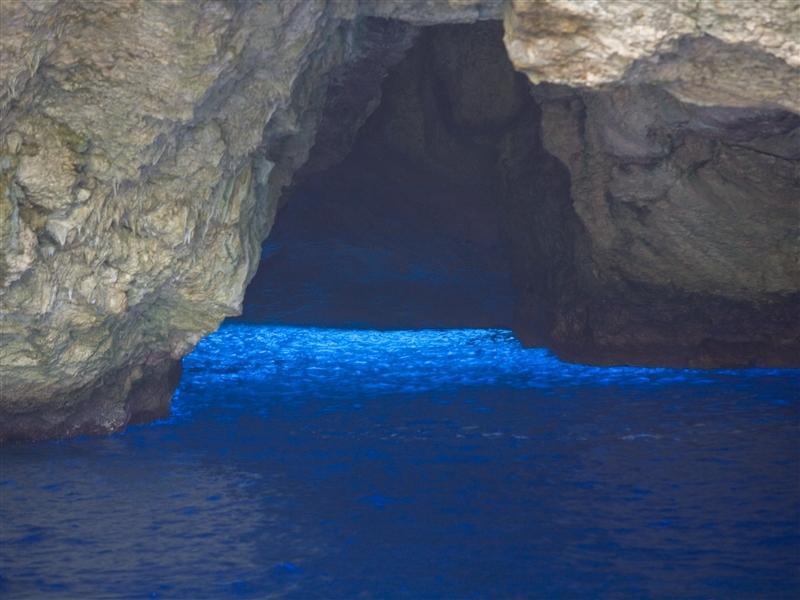 サイパンの青の洞窟「グロット」で美しすぎる海の世界へ