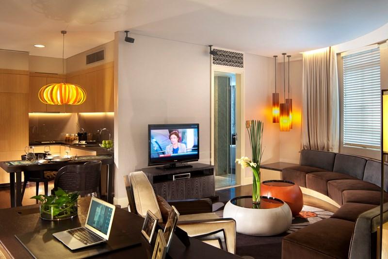 アスコット・ラッフルズ・プレイス・シンガポール Ascott Raffles Place Singaporeのルームタイプfinlayson suiteリビングルーム width=