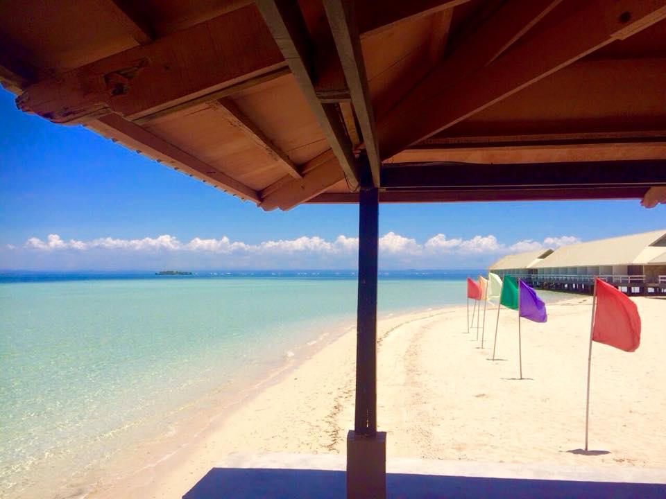 ヒルトゥガン島のビーチ
