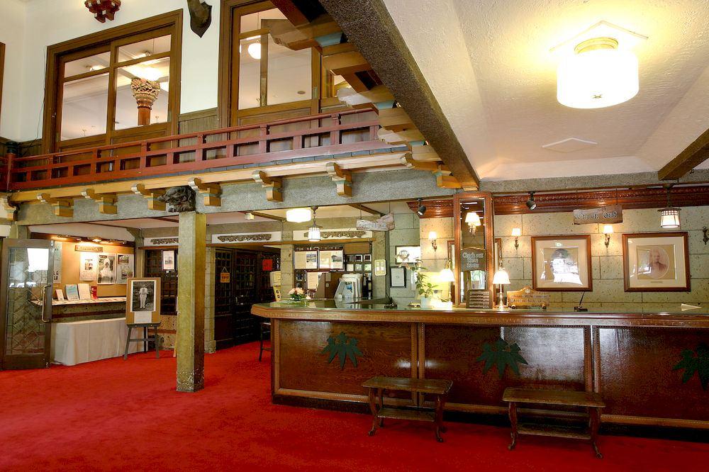 日光金谷ホテルのフロント・カウンター