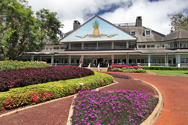 豊かな緑に包まれたラナイ島に建つ英国カントリー調の高級リゾート「フォーシーズンズ・リゾート・ラナイ・ザ・ロッジ・アット・コエレ」