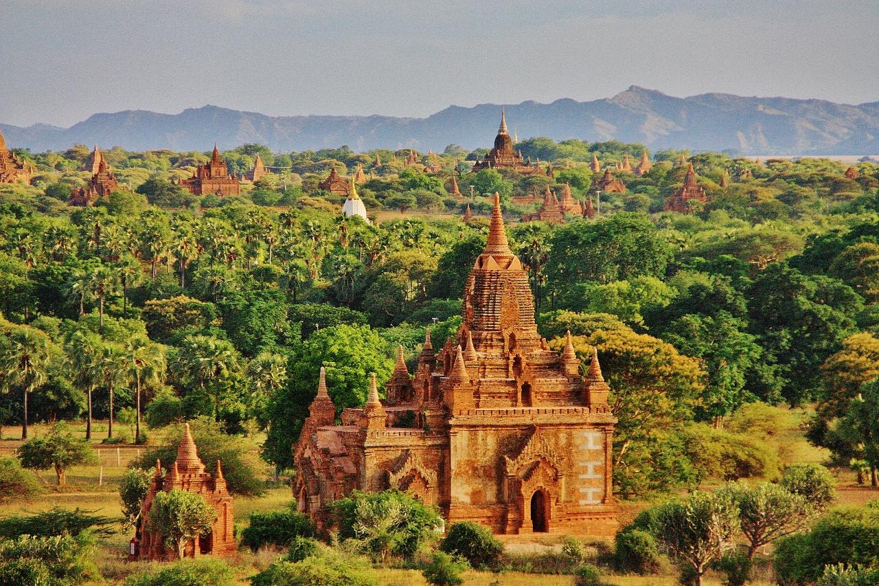 まるでRPGの世界!世界三大仏教遺跡の一つ「バガン遺跡群」