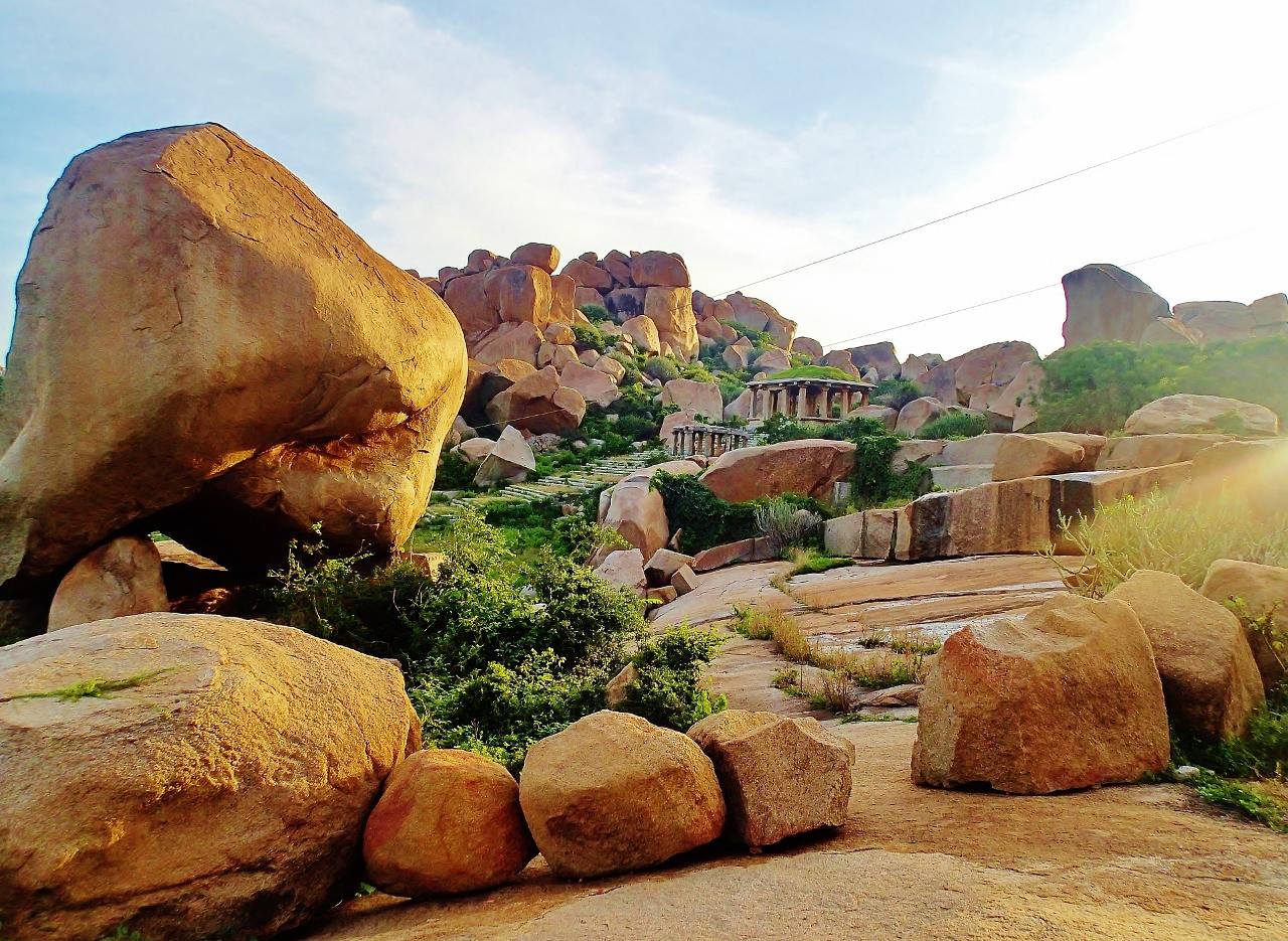 ハンピの巨石群の風景