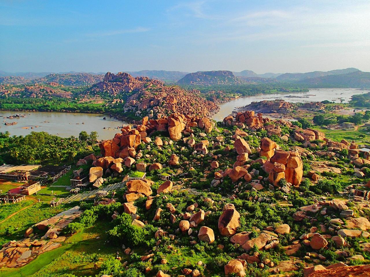 旅人を癒す絶景スポット!巨石群と遺跡の街「ハンピ」