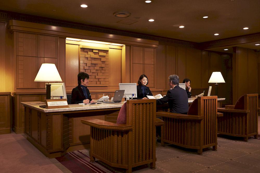帝国ホテル東京のフロントスタッフ