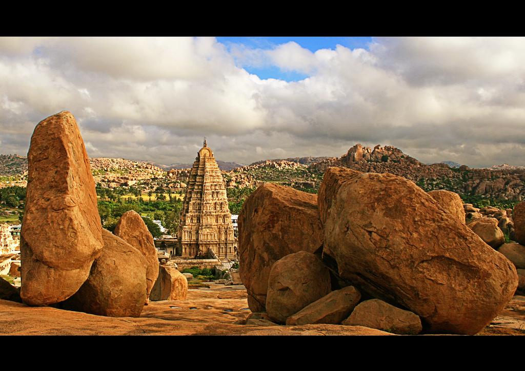 ハンピ 巨石と遺跡
