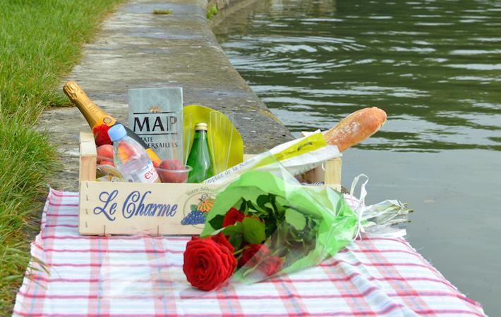 パリのピクニックデリバリー