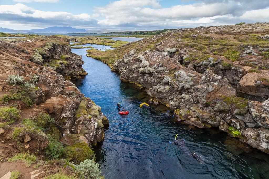 Cañón_Silfra,_Parque_Nacional_de_Þingvellir,_Suðurland,_Islandia,_2014-08-16,_DD_054