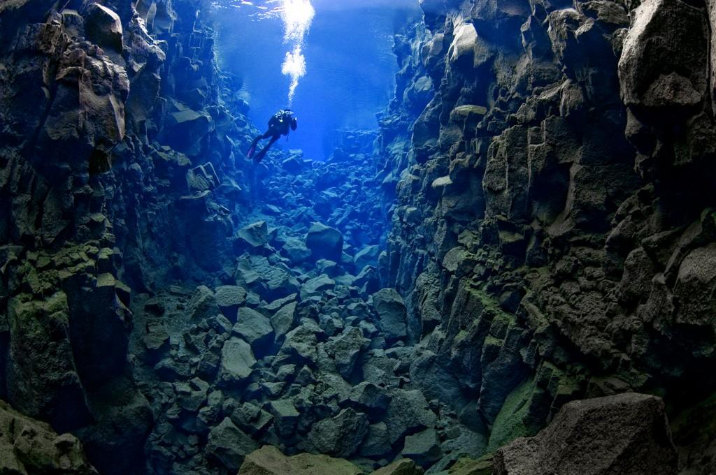 Silfra_cathedral_diver