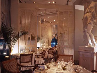 ホテル ザ・マンハッタンのレストラン
