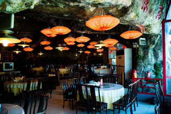 三游洞の絶壁レストラン