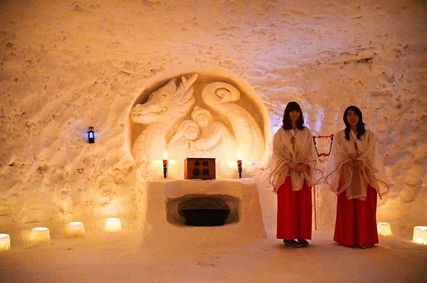 津南雪まつりのかまくら神社