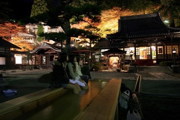 温泉寺のライトアップ