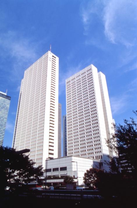 新宿の中心で寛ぎのひと時を過ごす「京王プラザホテル」
