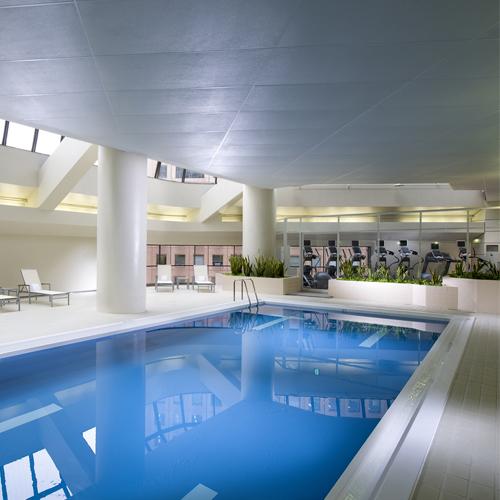ヒルトン東京のプール