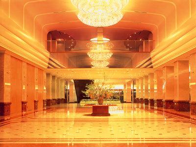 京王プラザホテルのロビー