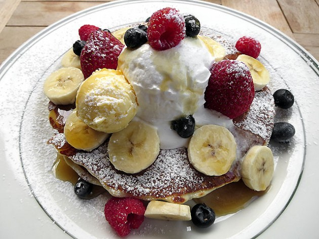 ブルックリンパンケーキハウスのミックスフルーツ&ホイップクリーム