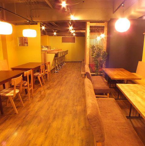 路のカフェ・店内