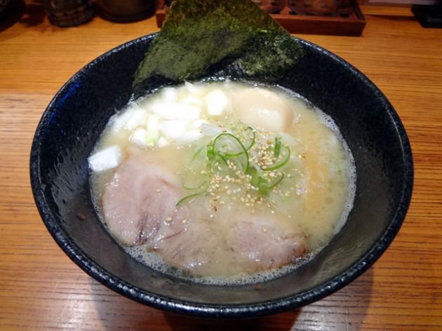 大津 らー麺 鉄山靠 塩とんこつ