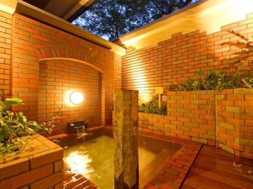 京都 嵐山温泉 花伝抄の露天風呂