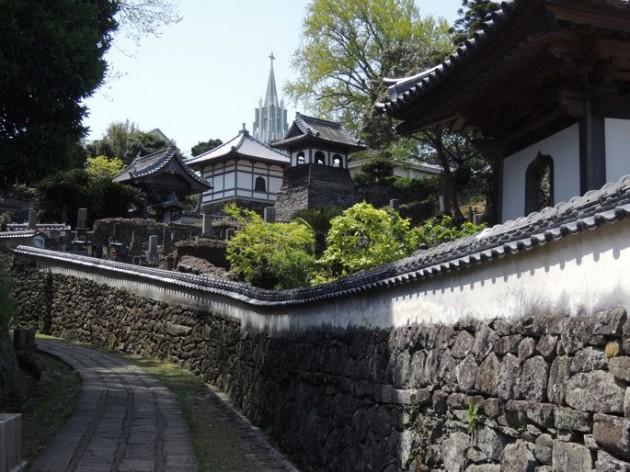 寺と教会の見える風景