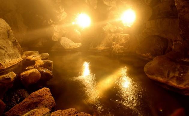 志美津旅館洞窟風呂