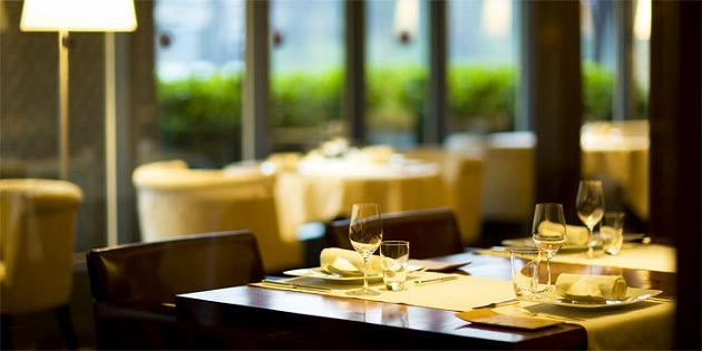 優雅さを感じるテーブル