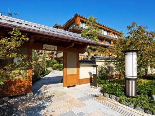京都 嵐山温泉 花伝抄の外観
