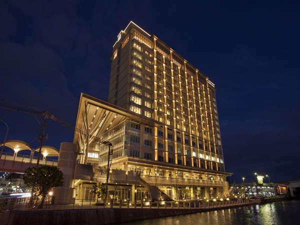 アクセス抜群!沖縄の夜景を堪能できる「リーガロイヤルグラン沖縄」
